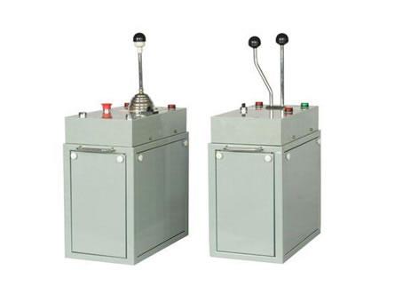 TQK4系列联动台起重机控制台  TQK4系列 联动台 起重机控制台 起重配件 第1张