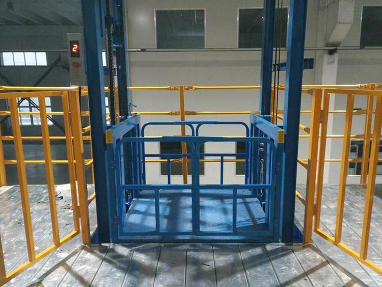 2吨载货电梯厂房固定液压式货梯电动卷帘门升降机导轨式货物液压提升机甘肃升降机